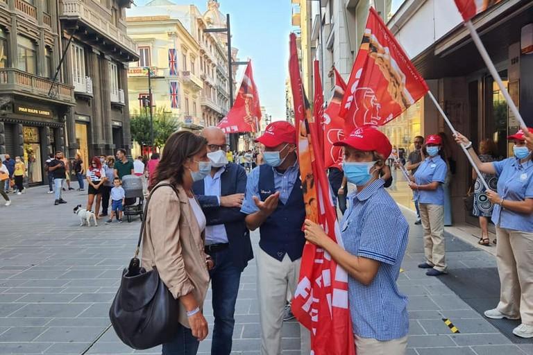 manifestazione lavoratori disney store