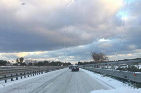 La strada piena di neve