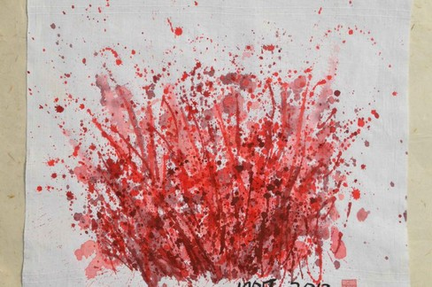 """I tabù sul mondo femminile in mostra a Bari con  """"Il sangue delle donne - Tracce di rosso sul panno bianco """""""