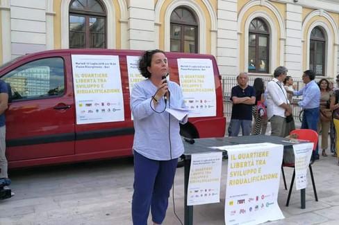 Gigia Bucci (Cgil) interviene alla manifestazione al Libertà