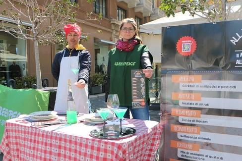 Manifestazione Greenpeace Bari