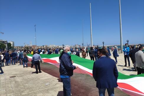 Gemmato, Congedo e Altieri alla manifestazione del centrodestra a Bari
