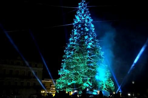 L'accensione dell'albero di Natale a Bari