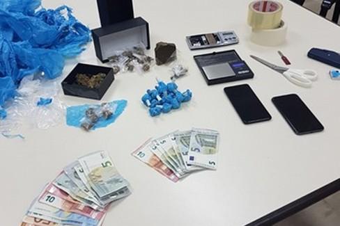 la droga e i soldi sequestrati