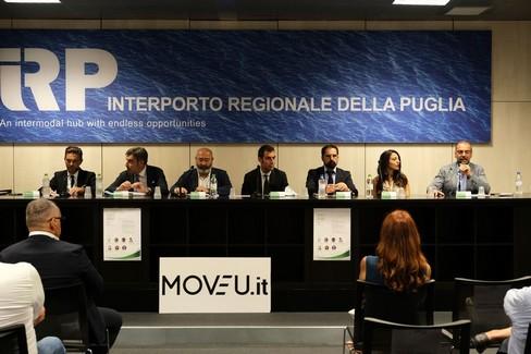 """La piattaforma made in Puglia di noleggio con conducente:  """"MoveU """""""