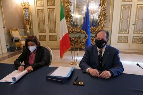 Bari, accordo tra Prefettura e Autorità Portuale per contrastare le infiltrazioni mafiose