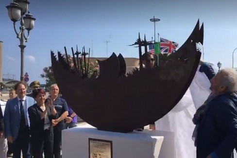"""""""La Nave della Speranza """" al porto di Bari"""