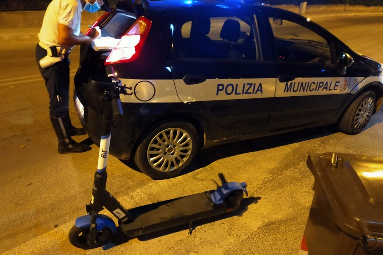 monopattino rubato controlli polizia locale