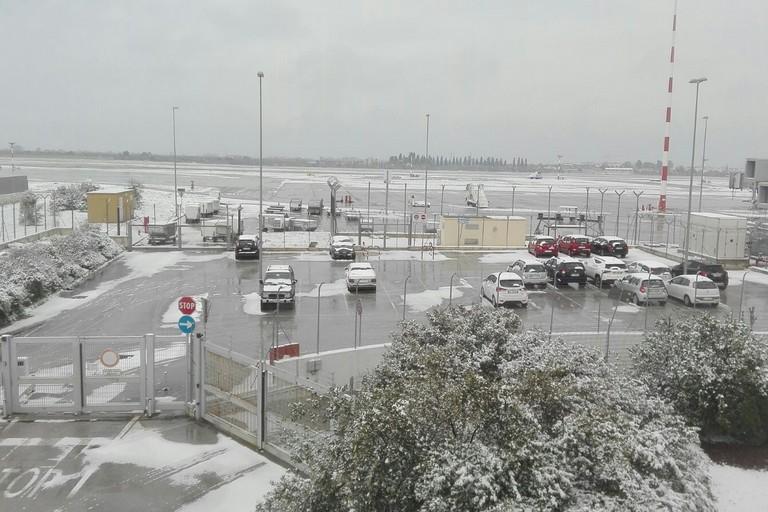 neve sullaeroporto di bari