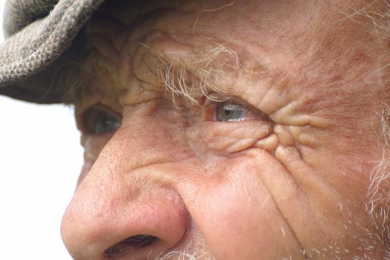 occhio anziano
