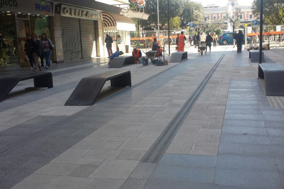 Nuove panchine in via Sparano