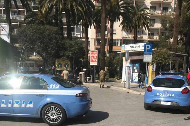 Polizia in piazza Umberto