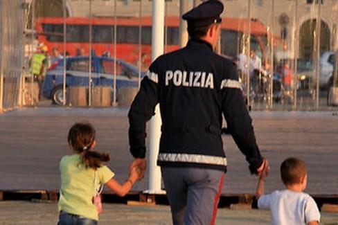 Poliziotto con bambini
