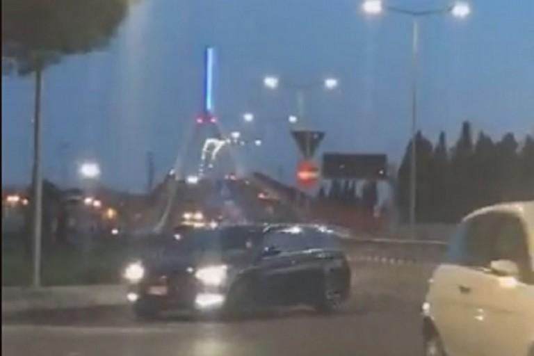 Il Ponte Adriatico colorato di blu