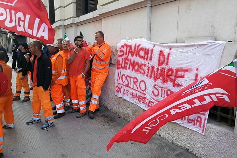 Presidio F D Costruzioni. <span>Foto Facebook Cgil Puglia</span>