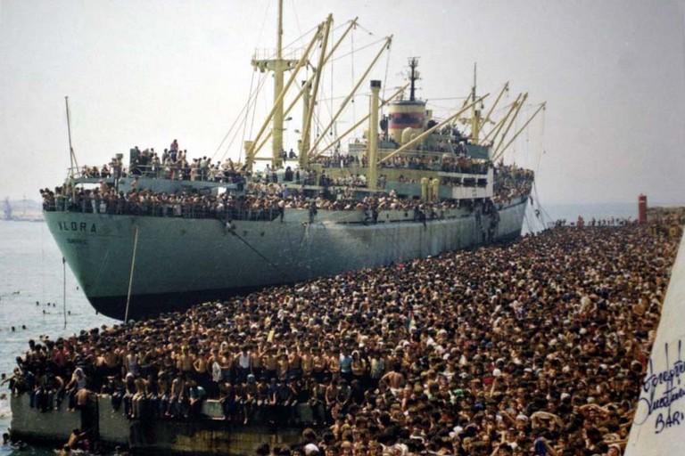 Sbarco della nave Vlora