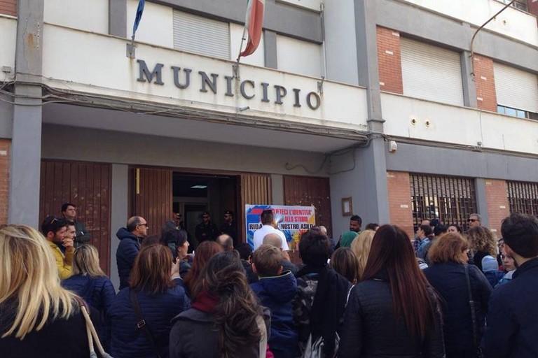 protesta genitori asili sequestrati
