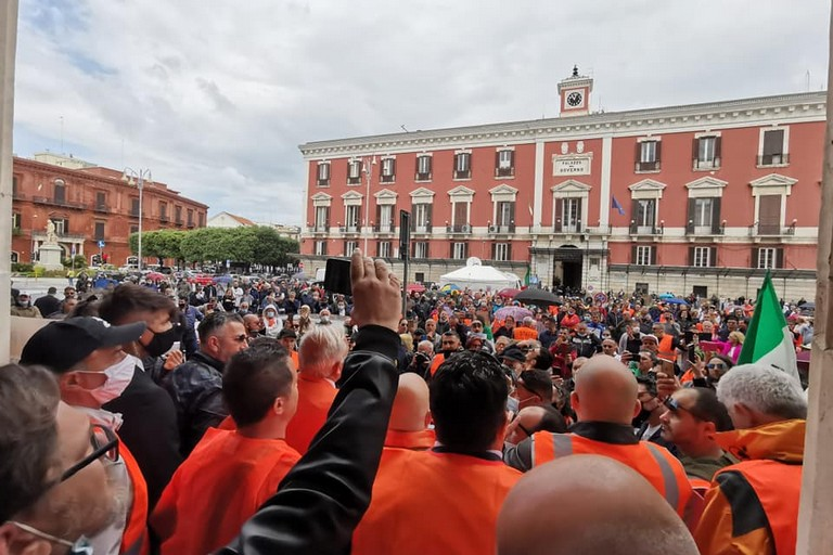 protesta gilet arancioni bari. <span>Foto dal gruppo Facebook