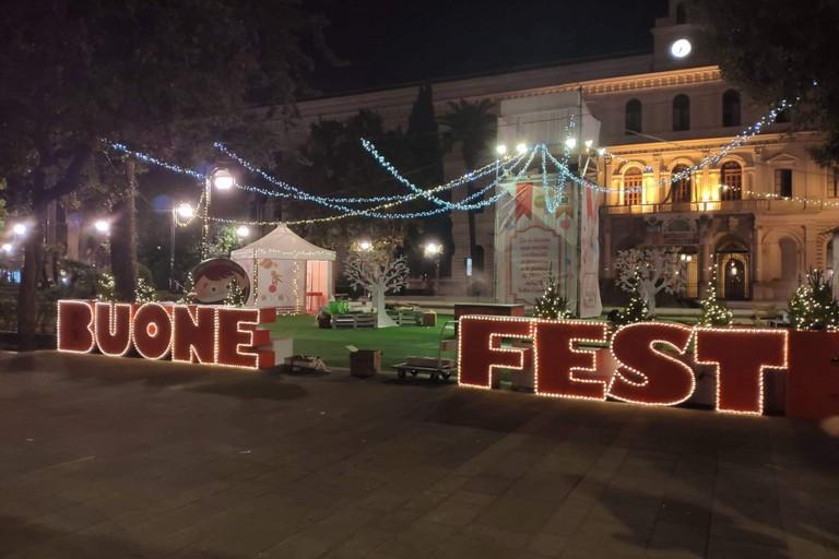 Piazza Umberto addobbata per Natale
