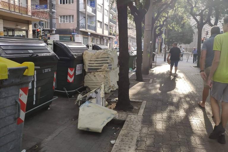 I rifiuti in piazza Umberto