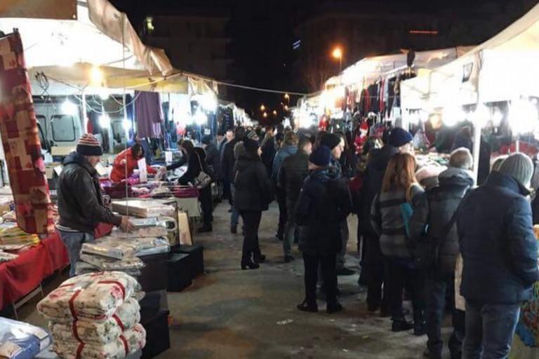 Grande successo per l'apertura serale del mercato di via della Resistenza