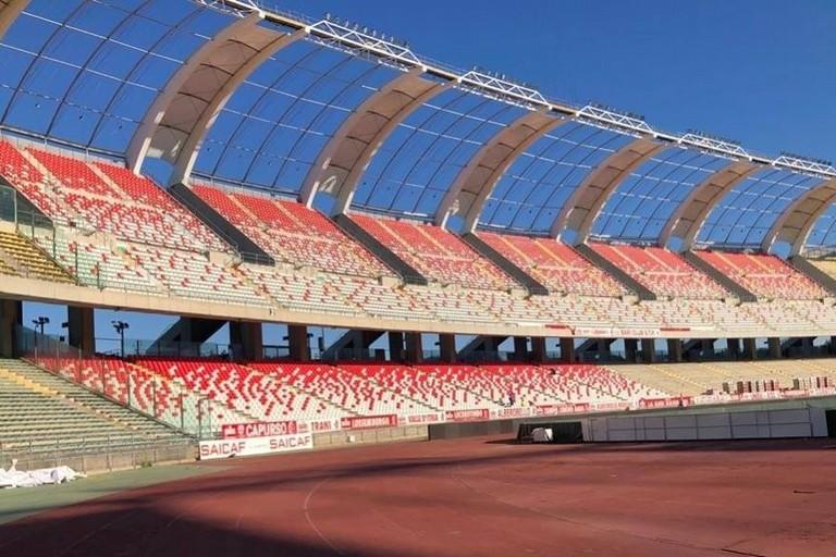 DPCM, Bari-Catania si giocherà a porte chiuse. Modalità di rimborso ticket Seggiolini_stadio_san_nicola