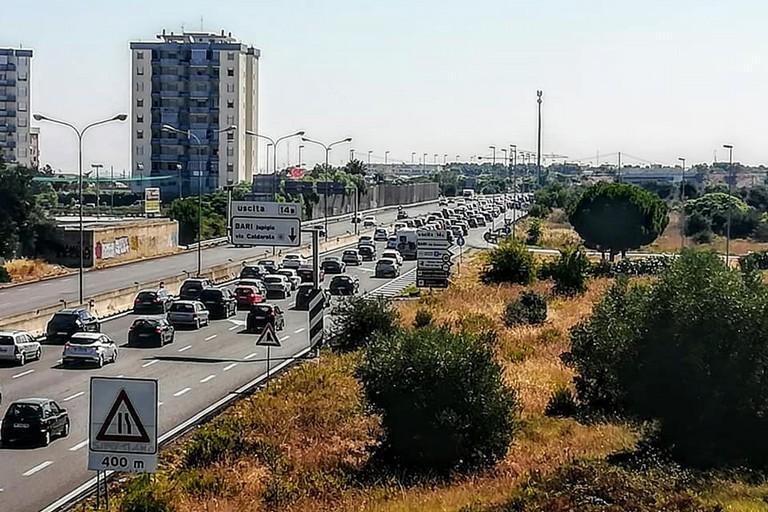 traffico in tangenziale. <span>Foto rangers puglia</span>