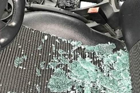 vetri rotti al san paolo. <span>Foto la voce del san paolo</span>