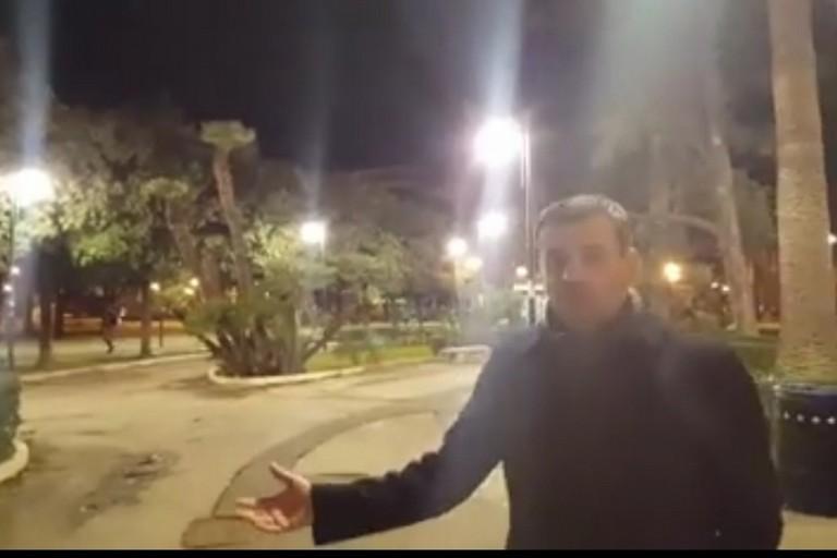 luce bianca in piazza umberto