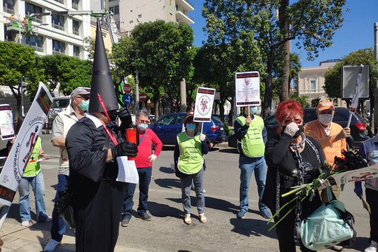 La manifestazione dei risparmiatori Banca Popolare. <span>Foto Elga Montani</span>