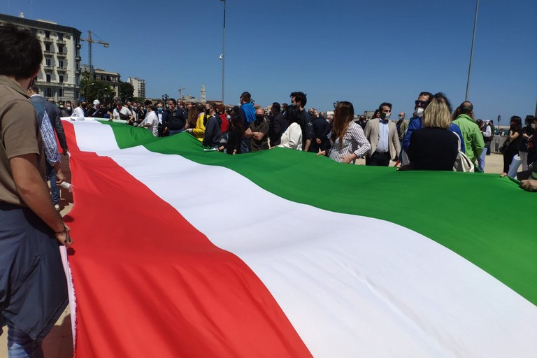 La manifestazione del centrodestra a Bari